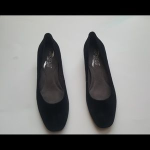Aerosole Heel rest black suede shoes